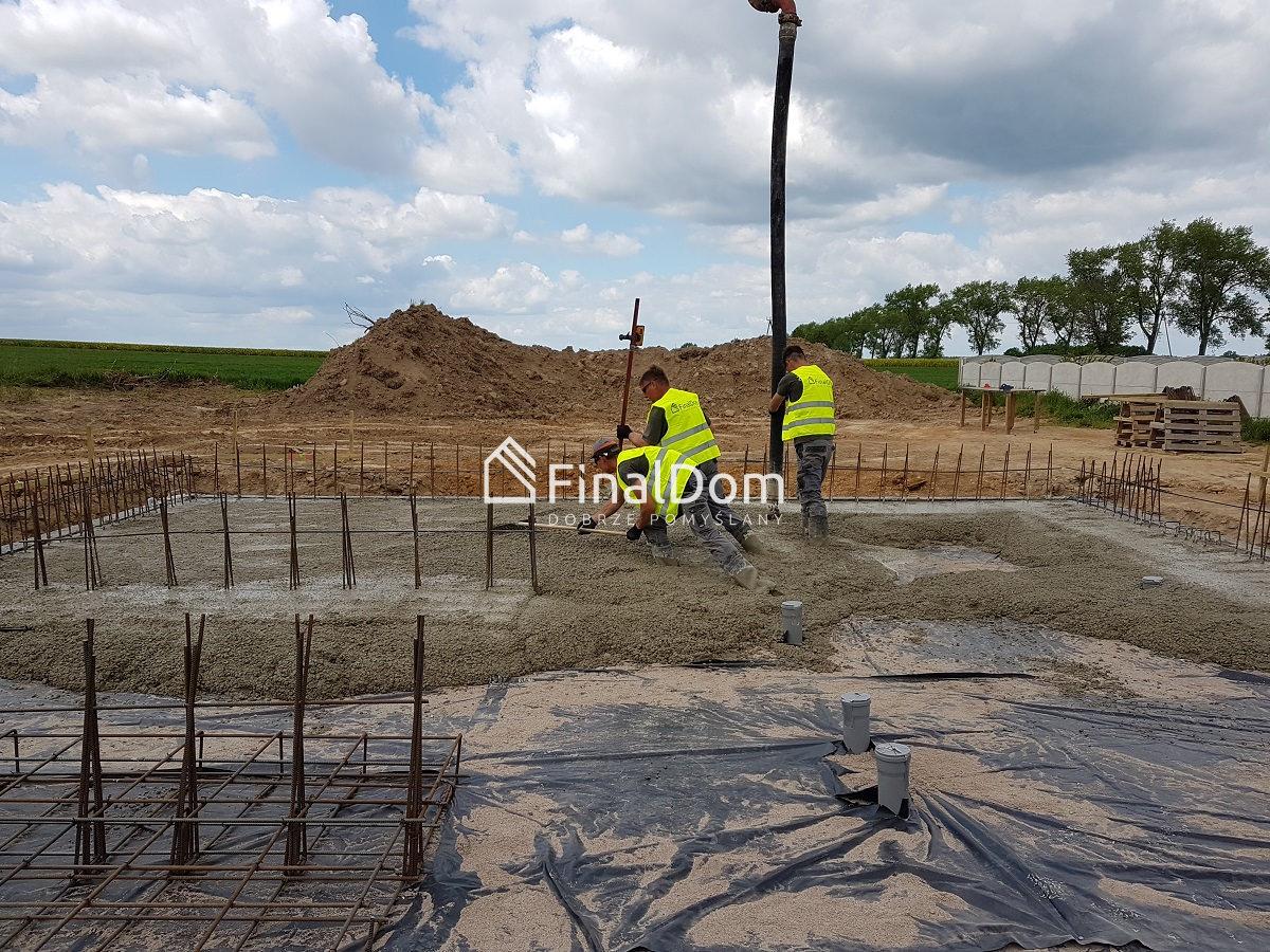 betonowanie płyty fundamentowej z projektu gotowego - dom Śnieżnik - Finaldom
