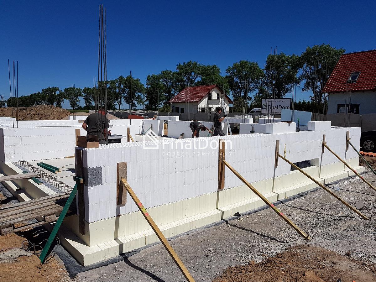 przygotowanie ścian do zalenia betonem - budownictwo pasywne - dom Śnieżnik - Finaldom