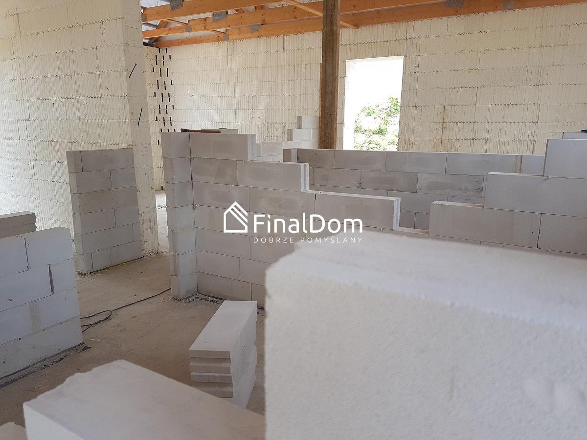murowanie ścianek działowych w domu nieskoenergetycznym Śnieżnik - Finaldom