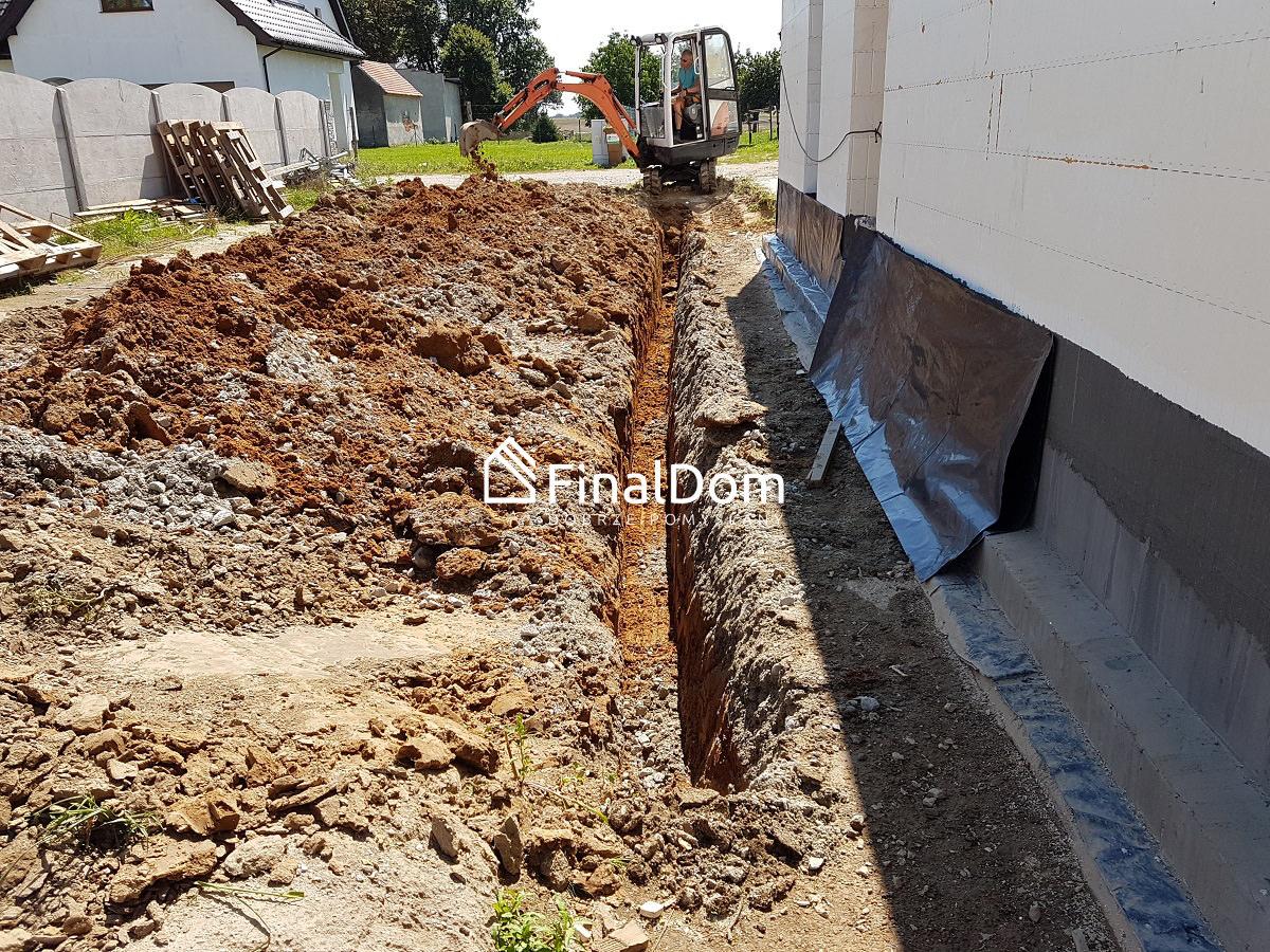 wykonanie przyłącza kanalizacji domu energooszczędnego Śnieżnik - Finaldom