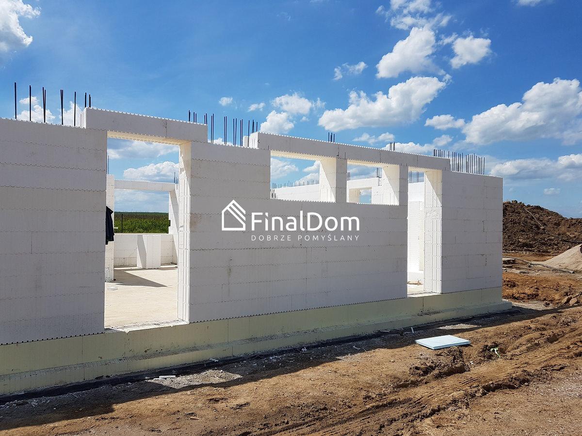 wznoszenie ścian parteru domu o niskim zużyciu energii - Śnieżnik - Finaldom