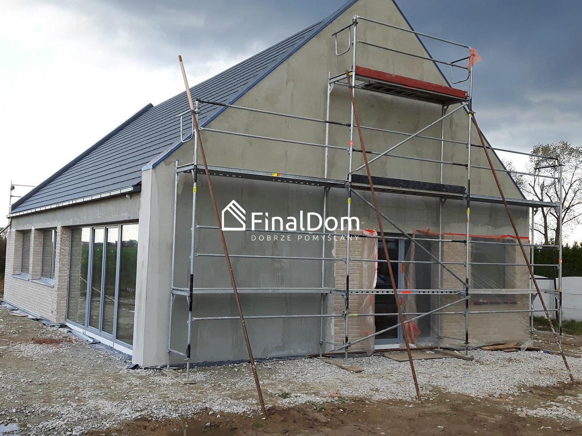 układanie płytki elewacyjnej - projekt domu pasywnego Śnieżnik - Finaldom